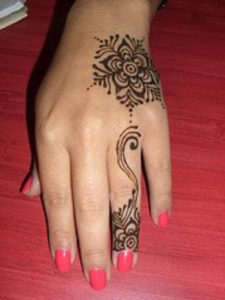 Pretty-Hand-Tattoos-for-Women